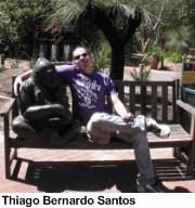 Thiago Bernardo, no pátio da escola