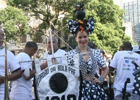 A atriz Leandra Leal desfila no bloco de Carnaval Cordão da Bola Preta