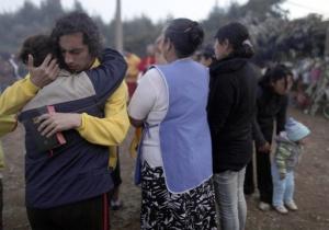O Mundo ta se destruíndo Chilenos-desolados-apos-terremoto-e-tsunami-1267965651128_300x210
