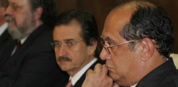 Os ministros do Supremo Tribunal Federal Gilmar Mendes (em primeiro plano) e Cezar Peluso durante cerimônia no Palácio dos Bandeirantes, em SP. Peluso vai assumir o lugar de Mendes