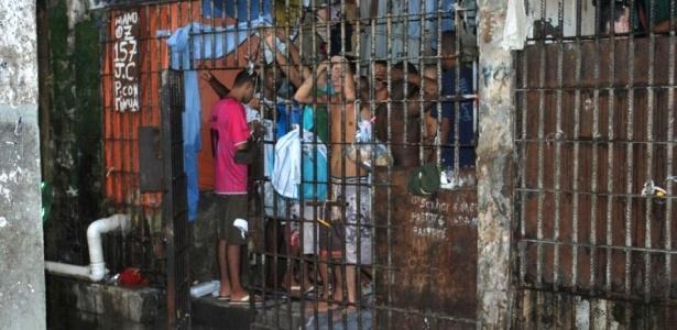 Superlotação e precariedade em penitenciária de Novo Horizonte, em Serra (ES)
