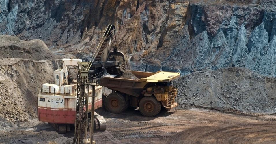 Carregamento de minério em terminal da Vale no Maranhã
