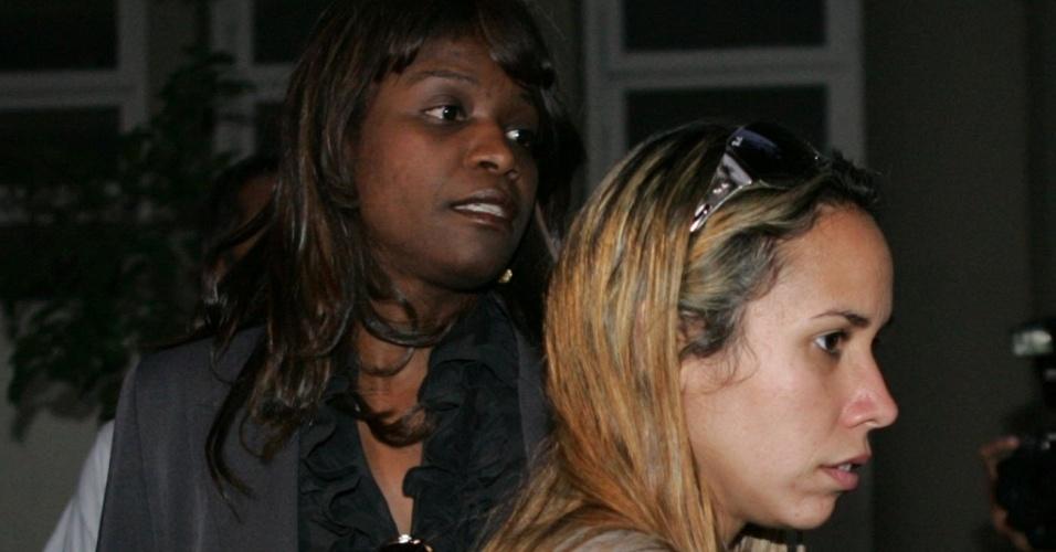A delegada Alessandra Wilke (à dir.), da Delegacia de Homicídios de Contagem (MG), foi afastadado inquérito que apura o desaparecimento de Eliza Samudio