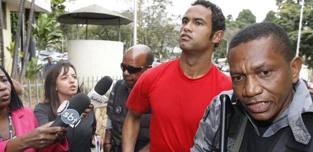 Goleiro Bruno chega ao Departamento de Investigações para prestar depoimento