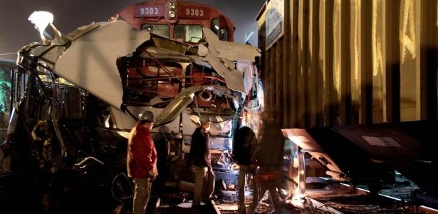 Acidente entre trem e ônibus mata nove pessoas em Americana (SP)