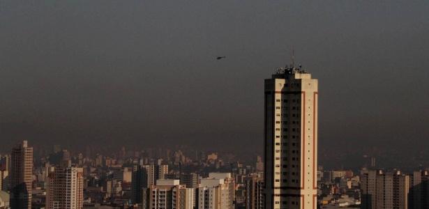 Tempo seco e céu poluído na manhã desta segunda-feira (13) na região da Mooca, em São Paulo