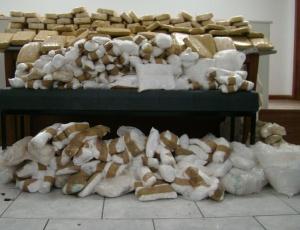 Pela manhã, a Polícia Civil do RS anunciou apreensão recorde de 350 kg de cocaína; veja imagens