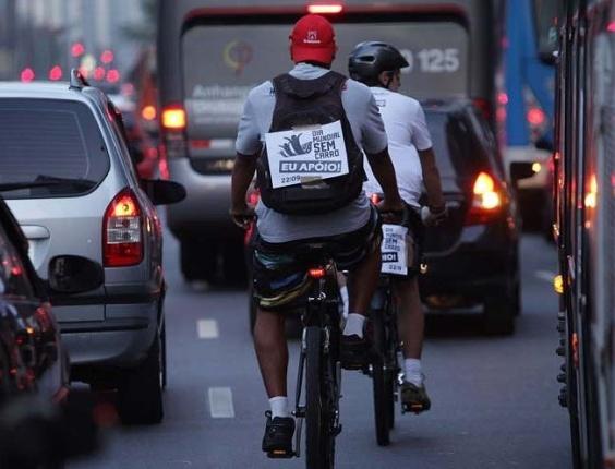 Bicicletada reúne ciclistas na avenida Paulista no Dia Mundial Sem Carro