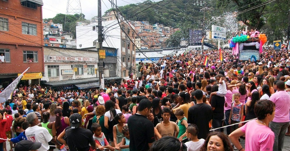 Foi realizada neste domingo a primeira Parada do Orgulho Gay da Rocinha, no Rio
