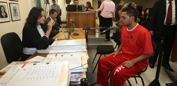 Flávio Caetano Araújo, motorista do goleiro Bruno Souza, depõe no fórum de Contagem (região metropolitana de BH)