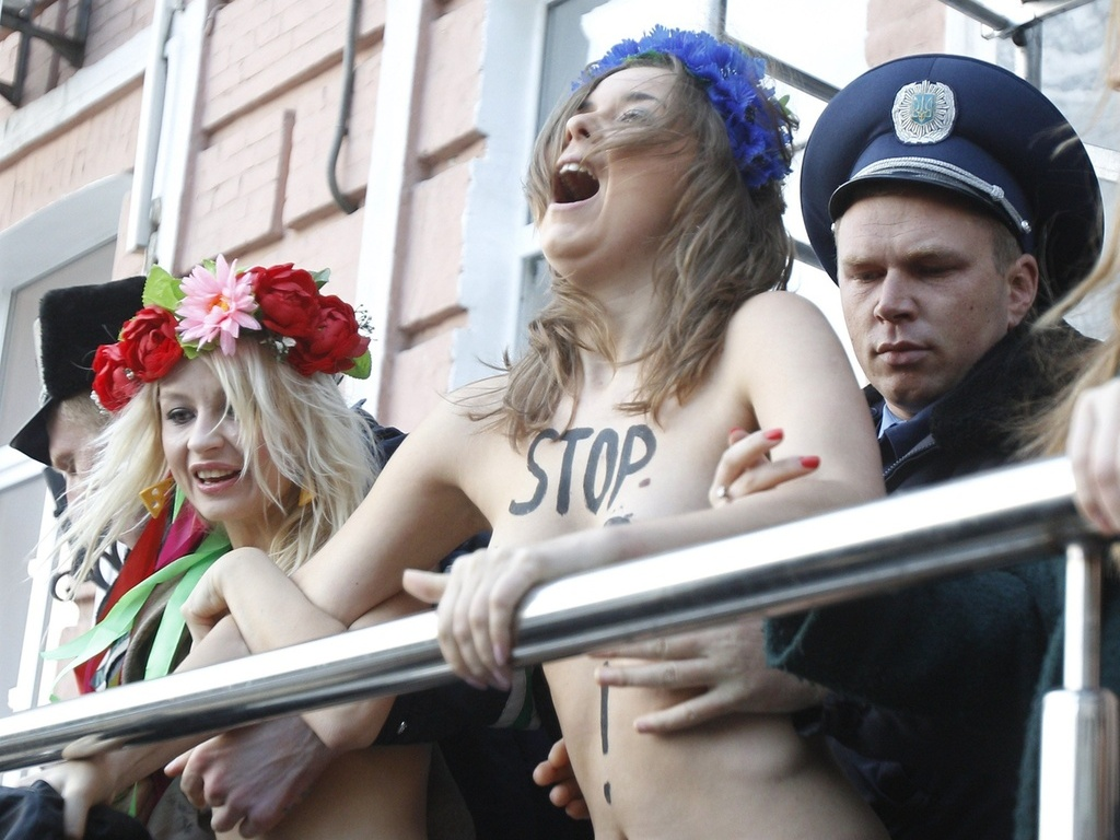 Polcia prende ativistas da FEMEN durante protesto contra a visita de Putin a Kiev