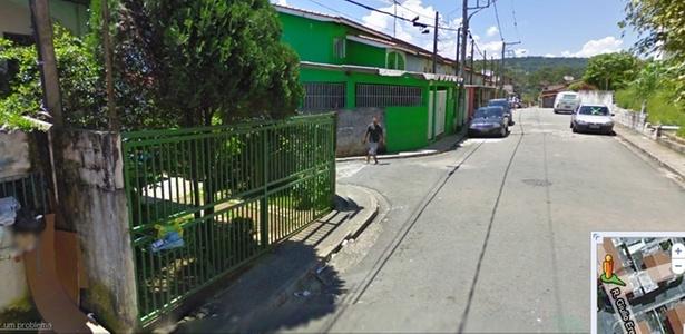 CARRO DO GOOGLE STREET VIEW FLAGRA HOMEM ARMADO EM RUA DE S  O PAULO