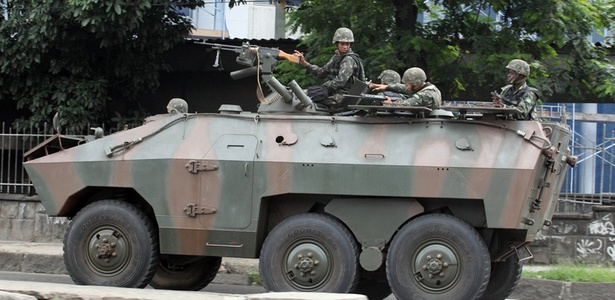 blindados-do-exercito-brasileiro-trafega