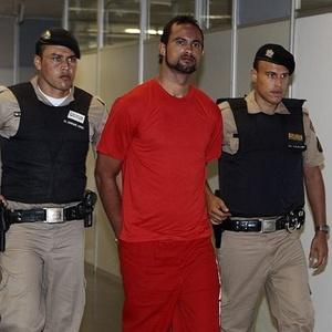 Bruno improvisa para manter a forma em presídio de Minas Gerais; goleiro aguarda habeas corpus