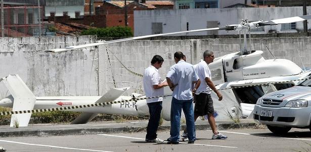 Um helicóptero caiu em um terreno localizado na avenida Maranhão em Aracaju (SE)