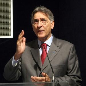 PGR questiona Fernando Pimentel sobre R$ 5,1 milhões gastos em 2004, quando o ministro era prefeito de Belo Horizonte