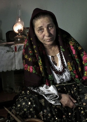 A bruxa romena Bratara Buzea, que foi presa, em 77, acusada de bruxaria durante o regime do ditador comunista Nicolae Ceausescu