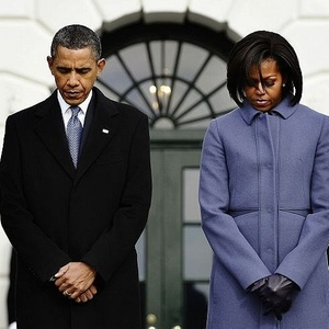 [Imagem: barack-e-michelle-obama-fazem-um-minuto-...00x300.jpg]