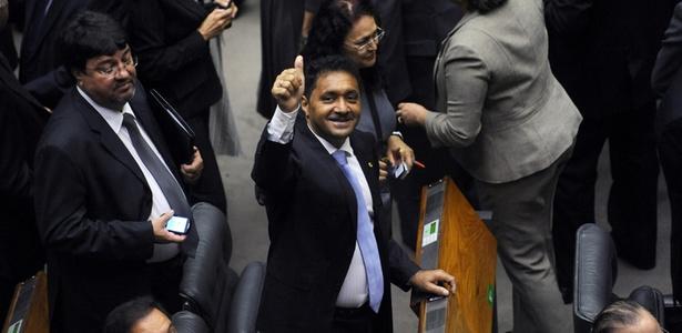 Deputado mais votado no Estado  de São Paulo, Francisco Everardo Oliveira Silva, Tiririca (PR-SP), chega  para a solenidade de posse na Câmara