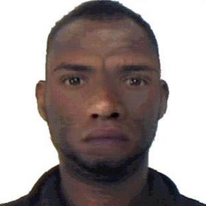 Alvo do pedido de prisão seria o homem descrito no primeiro retrato falado (foto) divulgado pela polícia nesta semana