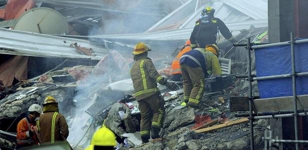 Equipe de resgate trabalha nos escombros no terremoto em Christchurch