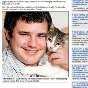 O jovem Nathan Cooper, 19,  com sua gata, Lilly
