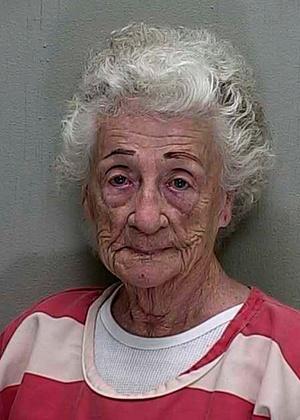 Helen Staudinger, de 92 anos, atirou no seu vizinho após ele se recusar a beijá-la