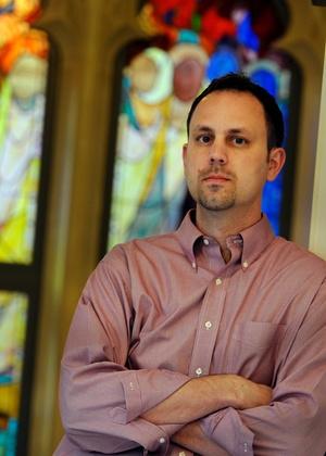 O pastor americano Chad Holtz, demitido por apoiar livro que questiona crença cristã