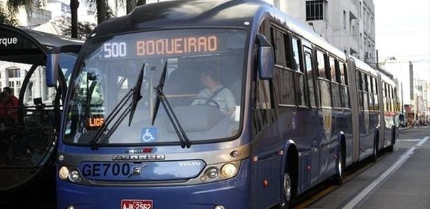 A prefeitura de Curitiba entregou o Ligeir�o azul, o maior �nibus biarticulado do mundo