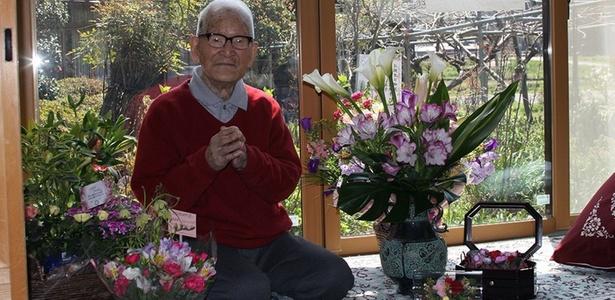 O japonês Jirouemon Kimura, que se tornou há apenas cinco dias o homem mais velho do mundo, completou 114 anos nesta terça-feira, informou a agência japonesa Kyodo