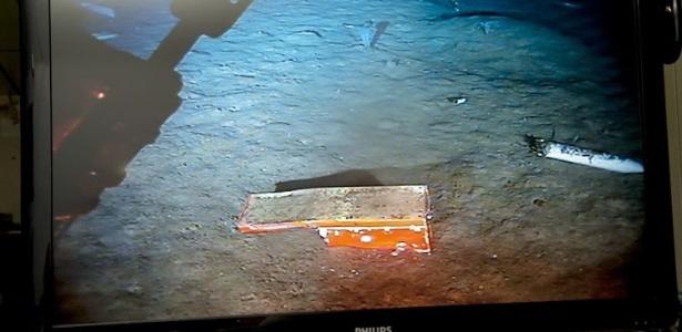 Foto tirada na terça-feira (26) e divulgada hoje mostra o chassi do avião da Air France que fazia o voo 447 em 2009 e caiu no Oceano Atlântico, encontrado pelo robô submarino Remora 6000