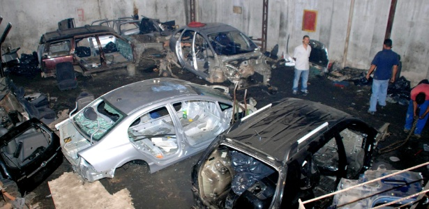 Desmanche de carros de luxo é descoberto pela polícia em Santo Amaro, zona sul de São Paulo (SP)