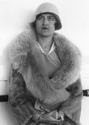 Fotografia mais recente de Huguette Clark, tirada há 80 anos; morta ontem, aos 104 anos, apenas os funcionários do cemitério presenciaram seu enterro