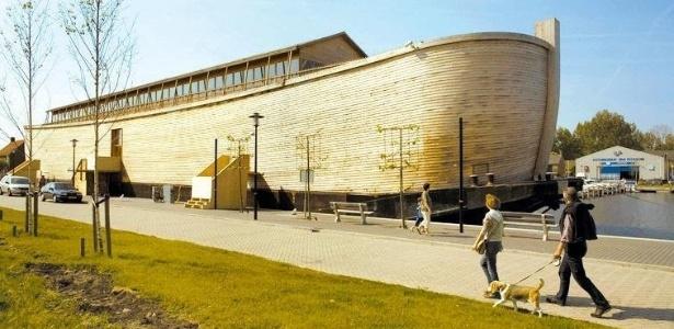 A arca, construída pelo holandês Johan Huibers, pode atracar no rio Tâmisa em 2012