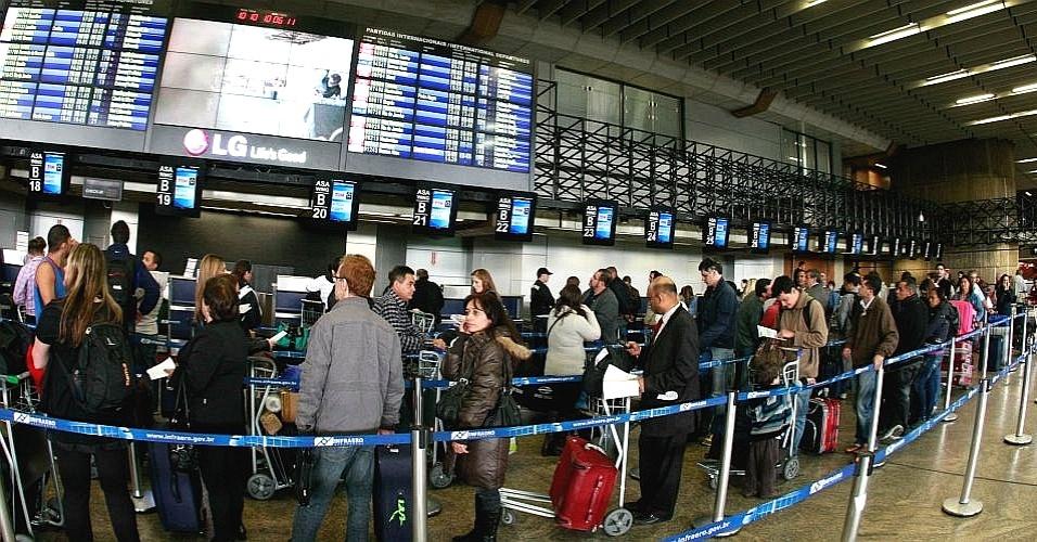 Filas no terminal de Cumbica, em Guarulhos