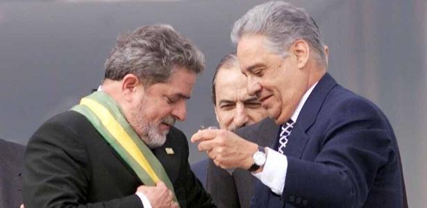 Fernando Henrique Cardoso transfere a faixa presidencial para Lula, em 1º de janeiro de 2003
