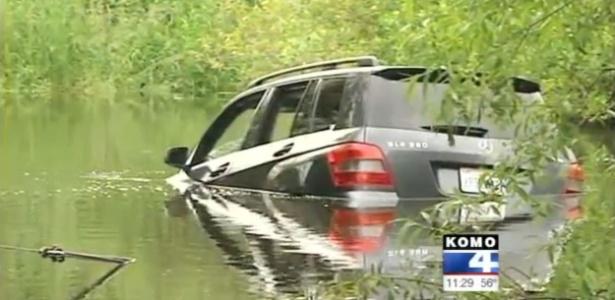Três mulheres seguem à risca direções de GPS e enfiam o carro nas águas de um pântano