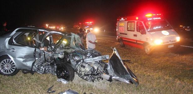 Na contramão, motorista bateu de frente com outro veículo; ele e a ocupante do outro carro morreram no local