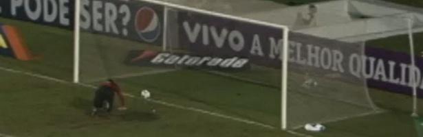Goleiro Rogério Ceni leva frango em partida contra o Corinthians no Brasileirão