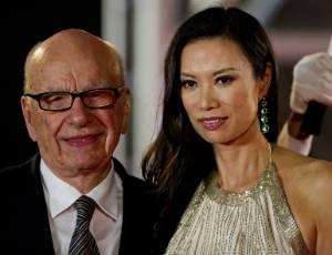 Rupert Murdoch, presidente-executivo do conglomerado de m�dia News Corp, e sua mulher Wendi Deng, em Xangai