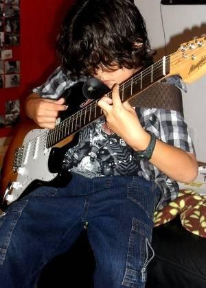 Marcelo, 8, é advertido por diretora de escola de São José do Rio Preto (SP) por gostar de rock pesado