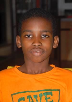 O gan�s Andrew Adansi-Bonnah, 11, criou fundo para arrecadar dinheiro para v�timas da fome