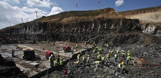 Obras de ampliação do Canal de Panamá são realizadas na cidade de Cocoli. A nova parte do canal deve ficar pronta em 2014 e custarão US$ 5,35 bilhões
