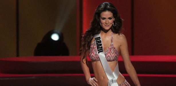 Priscila Machado, 25, a Miss Brasil 2011, durante desfile de biquíni na preliminar na quinta (8)