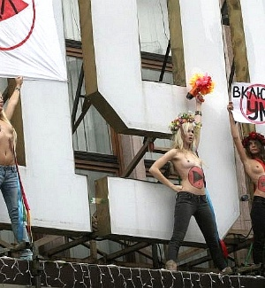 Ativistas da organizao de direitos das mulheres Femen protestam em Kiev, na Ucrnia
