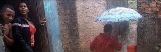 População de Salvador enfrenta transtornos no segundo dia de fortes chuvas na região
