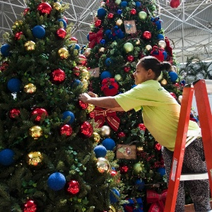 O clima natalino não tem data para chegar. Mas, para os católicos, hoje começa o Advento: período de preparação para o Natal