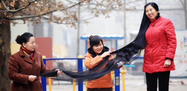 Ni Linmei faz inveja nas mulheres que querem saber seus segredos capilares