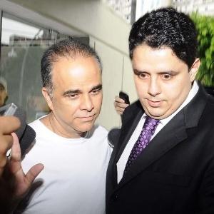 Imagem de dezembro do ano passado mostra Marcos Valério (de branco) sendo liberado da prisão após uma operação sobre grilagem de terras