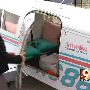 Avião privado que os clientes alugam durante uma hora para ter relações sexuais durante o voo